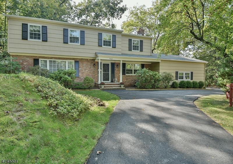 Einfamilienhaus für Verkauf beim 142 Tall Oaks Drive 142 Tall Oaks Drive New Providence, New Jersey 07974 Vereinigte Staaten