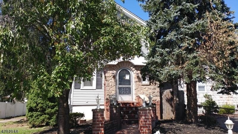 Maison unifamiliale pour l Vente à 652 Harvard Street New Milford, New Jersey 07646 États-Unis
