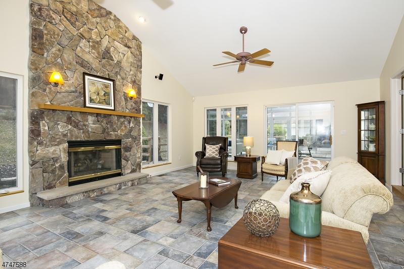 Nhà ở một gia đình vì Bán tại 303 Branch Drive Branchburg, New Jersey 08853 Hoa Kỳ