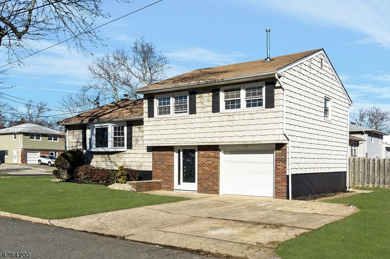Частный односемейный дом для того Продажа на 713 Sycamore Street Rahway, Нью-Джерси 07065 Соединенные Штаты
