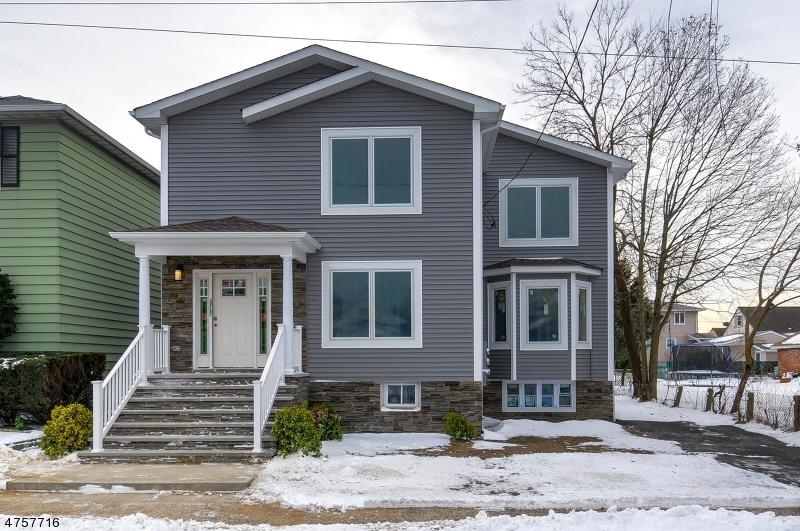 Многосемейный дом для того Продажа на 228 Kipp Avenue Elmwood Park, Нью-Джерси 07407 Соединенные Штаты