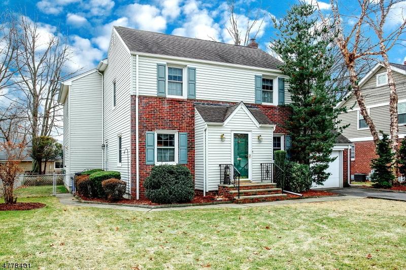 独户住宅 为 销售 在 241 Berkeley Road River Edge, 新泽西州 07661 美国