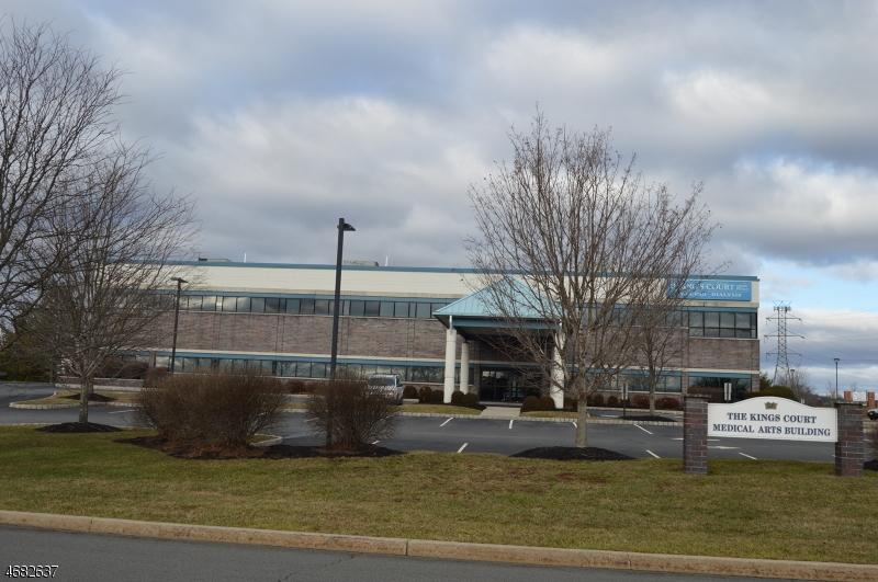 Commercial pour l à louer à 2 KINGS Court Raritan, New Jersey 08822 États-Unis