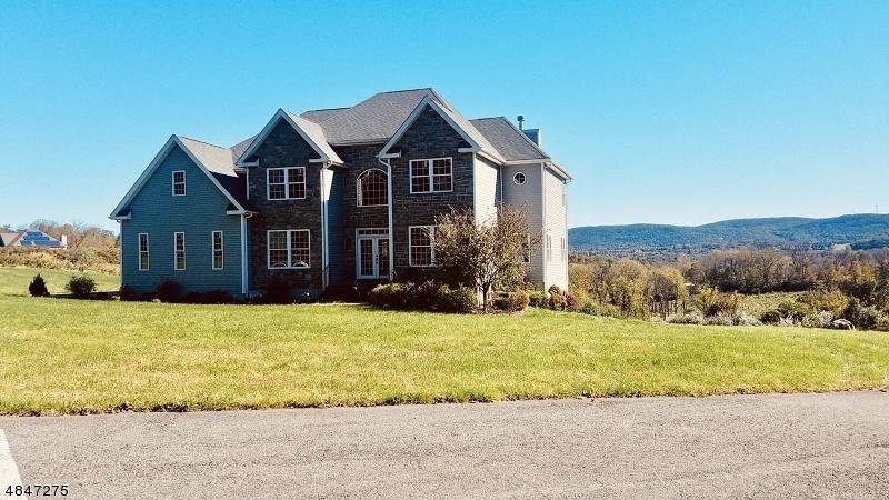 Casa para uma família para Venda às 6 DAVON Lane Hardyston, Nova Jersey 07419 Estados Unidos