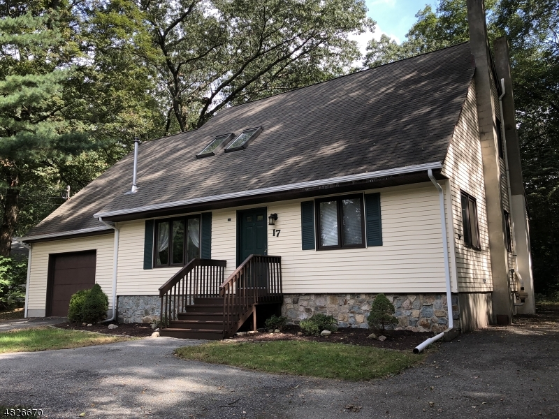 Single Family Home for Sale at 17 LEO AVE 17 LEO AVE Hopatcong, New Jersey 07874 United States