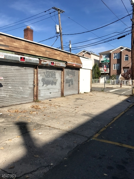 Commercial for Sale at 121 Street FRANCIS Street Newark, New Jersey 07105 United States