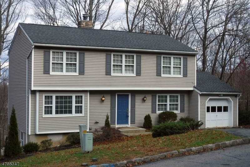 Single Family Home for Sale at 16 Byron Pl 16 Byron Pl Sparta, New Jersey 07871 United States
