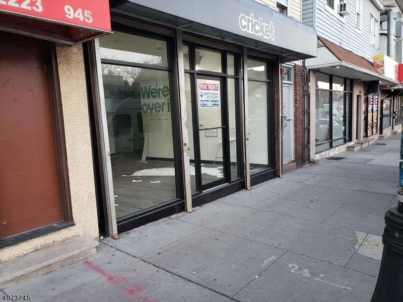Commercial for Rent at 947 MAIN Street Paterson, New Jersey 07503 United States