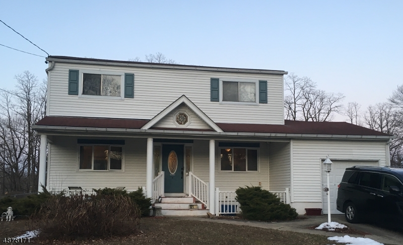 Maison unifamiliale pour l Vente à 121 COLLEGE VIEW Drive Hackettstown, New Jersey 07840 États-Unis
