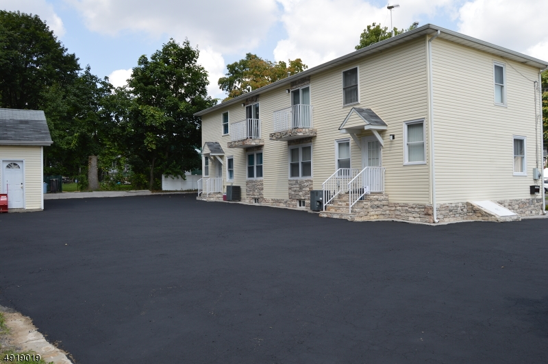 Multi-Family Homes 為 出售 在 Elmwood Park, 新澤西州 07407 美國