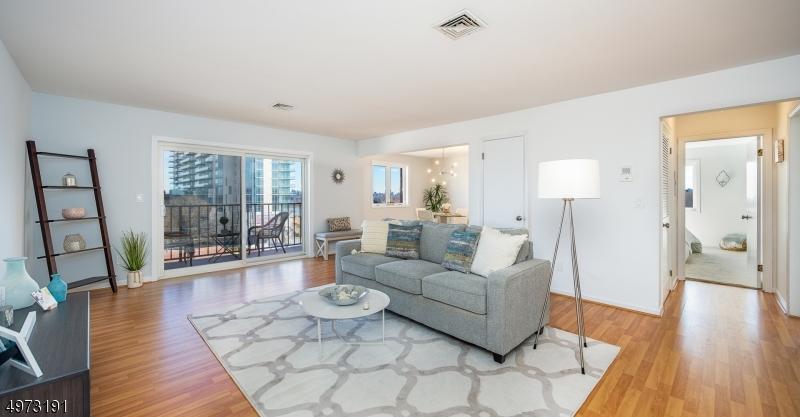 Condominio/ Casa de pueblo por un Venta en Cliffside Park, Nueva Jersey 07010 Estados Unidos