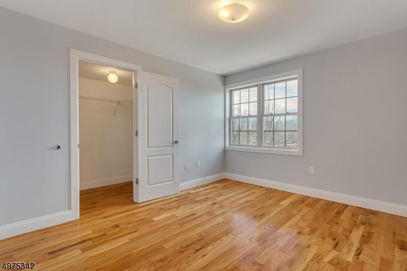 Additional photo for property listing at  East Rutherford, Нью-Джерси 07073 Соединенные Штаты