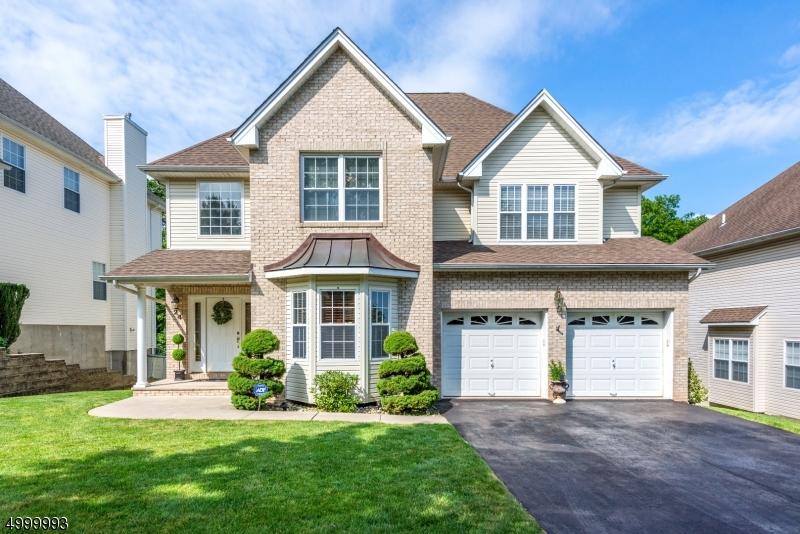 Single Family Homes pour l Vente à Clifton, New Jersey 07013 États-Unis