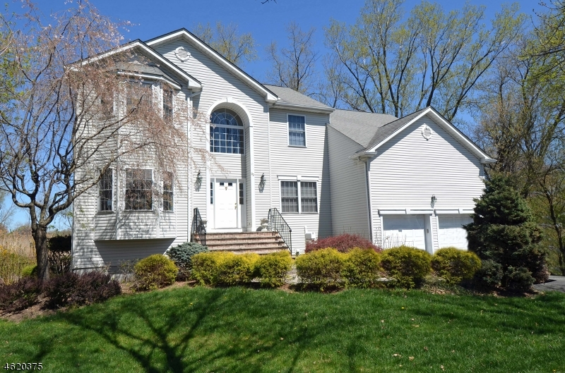 Maison unifamiliale pour l Vente à 99 MIDLAND Avenue Paramus, New Jersey 07652 États-Unis