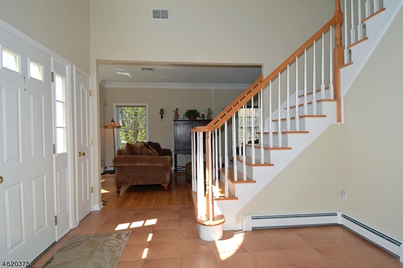Additional photo for property listing at 99 MIDLAND Avenue  Paramus, New Jersey 07652 États-Unis