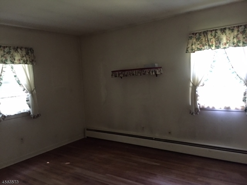 Additional photo for property listing at 94 Marion Avenue  Butler, New Jersey 07405 États-Unis