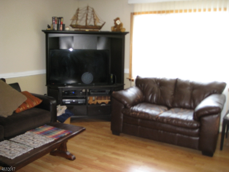 Additional photo for property listing at 36 WILLIAM Place  Totowa Boro, New Jersey 07512 United States