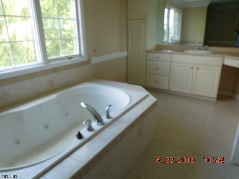 Additional photo for property listing at 5 Baldwin Dew Court  Sparta, New Jersey 07871 États-Unis