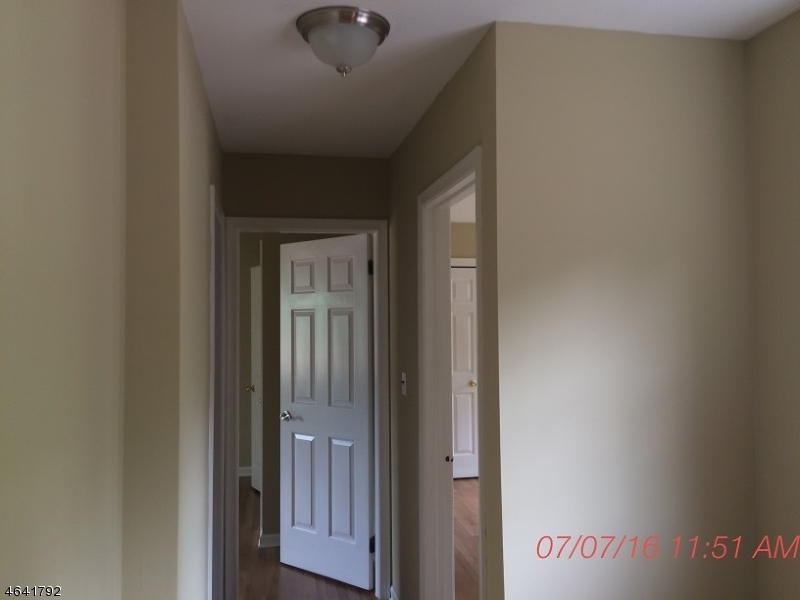 Additional photo for property listing at 57 Goldfinch Gln  Hackettstown, Нью-Джерси 07840 Соединенные Штаты