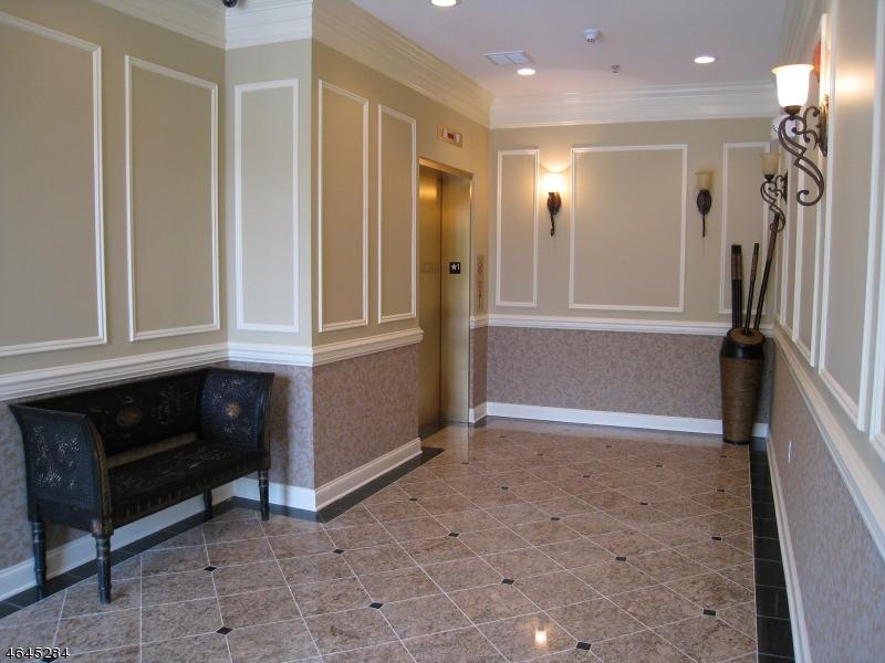 Частный односемейный дом для того Аренда на 545 Morris Ave Unit 11 Summit, 07901 Соединенные Штаты
