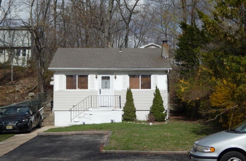 Maison unifamiliale pour l Vente à 403 Brooklyn Mountain Road Hopatcong, New Jersey 07843 États-Unis