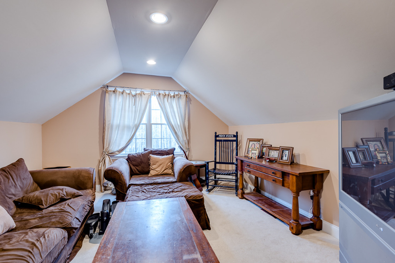 Additional photo for property listing at 1 McCain Court  Flanders, Nueva Jersey 07836 Estados Unidos