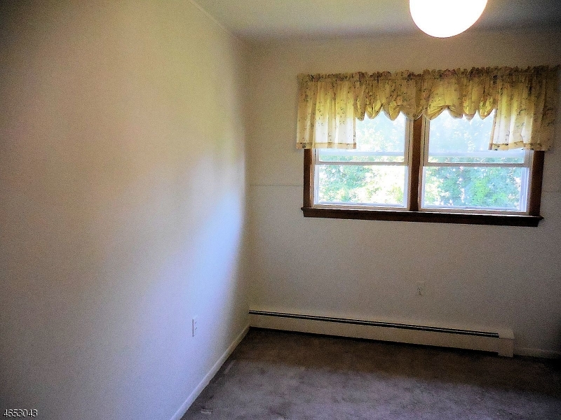 Additional photo for property listing at 389-395 EDMUND Avenue  Paterson, New Jersey 07502 États-Unis