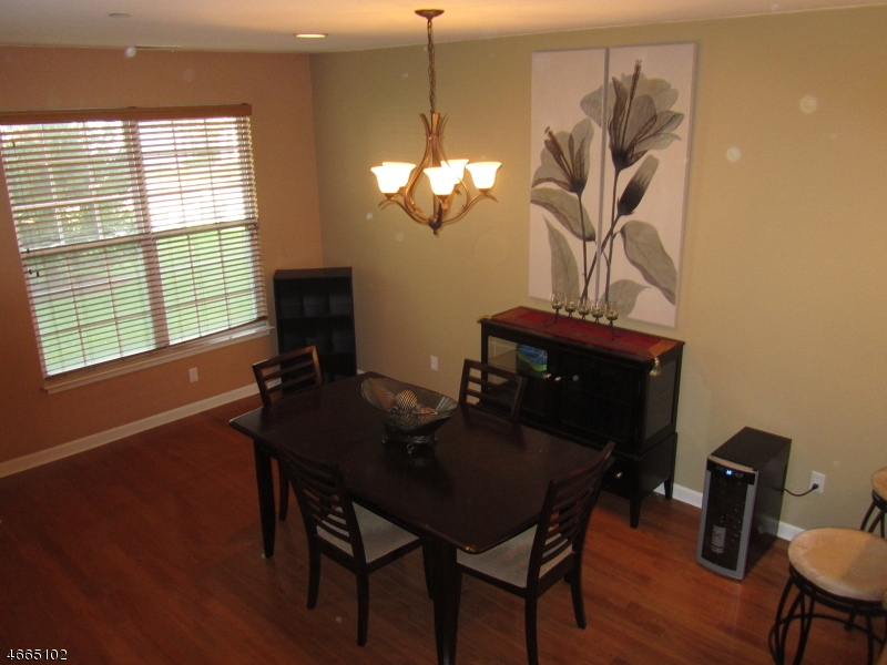 Additional photo for property listing at 5 Patriots Path  South Bound Brook, New Jersey 08880 États-Unis