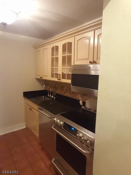 Частный односемейный дом для того Аренда на 111 Mulberry Street Newark, Нью-Джерси 07102 Соединенные Штаты