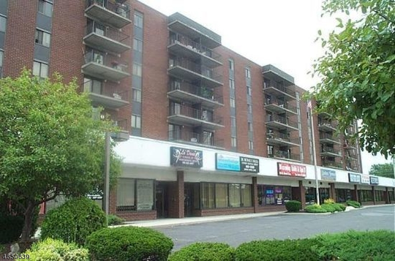 Additional photo for property listing at 10 N WOOD AVE UNIT 210  Linden, Nueva Jersey 07036 Estados Unidos
