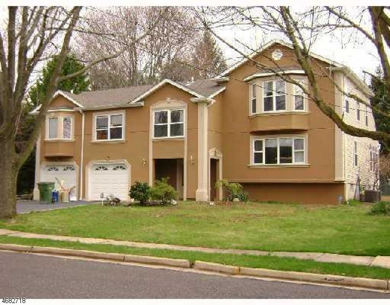 Частный односемейный дом для того Аренда на 33 Hazel Avenue Edison, Нью-Джерси 08820 Соединенные Штаты