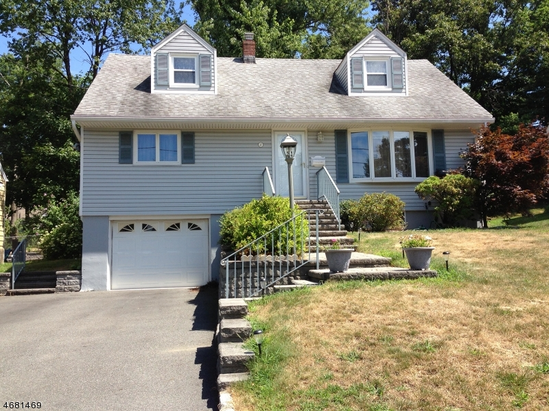 Maison unifamiliale pour l Vente à 37 Oak Lane Verona, New Jersey 07044 États-Unis