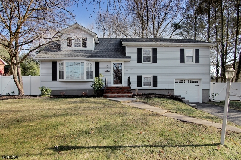 Casa Unifamiliar por un Alquiler en 20 Dogwood Road Morristown, Nueva Jersey 07960 Estados Unidos