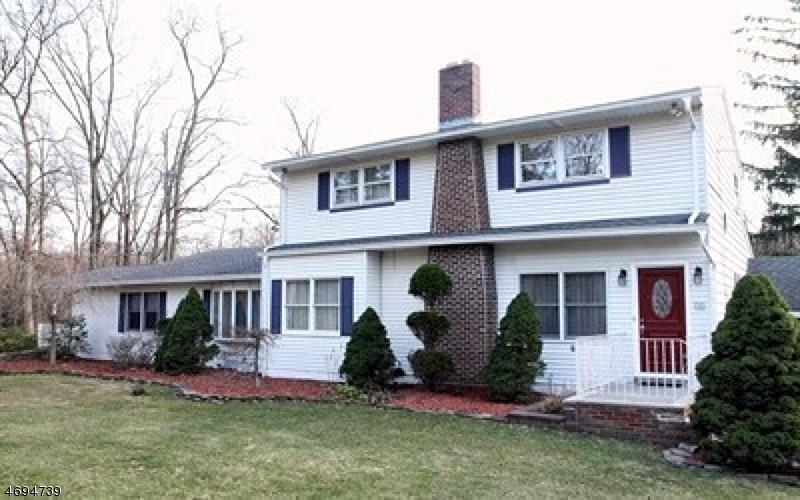 Частный односемейный дом для того Продажа на 16 Wigwam Avenue North Haledon, 07508 Соединенные Штаты