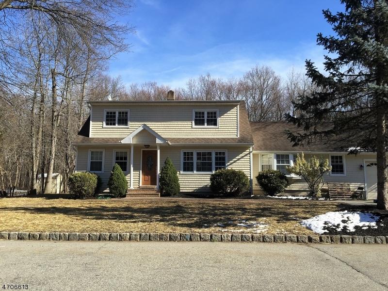 Maison unifamiliale pour l Vente à Address Not Available Fairfield, New Jersey 07004 États-Unis