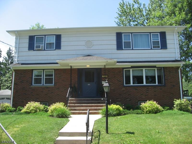 Частный односемейный дом для того Аренда на 132 Roosevelt Avenue Cranford, Нью-Джерси 07016 Соединенные Штаты