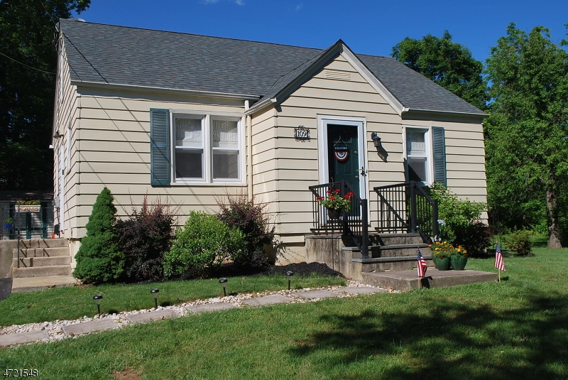 Single Family Home for Sale at 109 Old Highway 28 Readington, 08889 United States
