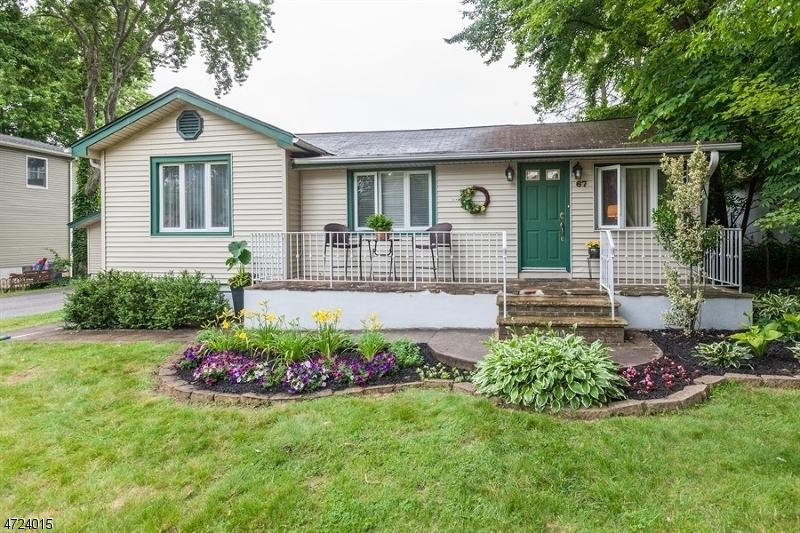 Maison unifamiliale pour l Vente à 67 Midvale Avenue Lake Hiawatha, New Jersey 07034 États-Unis
