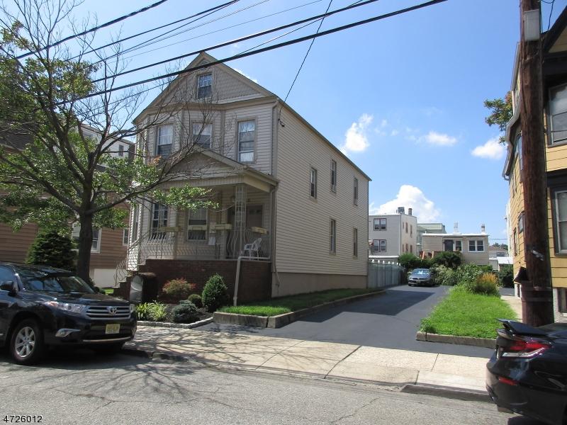 Maison avec plusieurs logements pour l Vente à 339 Maple Street Kearny, New Jersey 07032 États-Unis