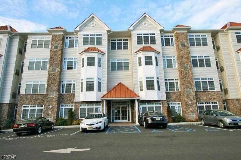Maison unifamiliale pour l à louer à 102 E Elizabeth Avenue Linden, New Jersey 07036 États-Unis