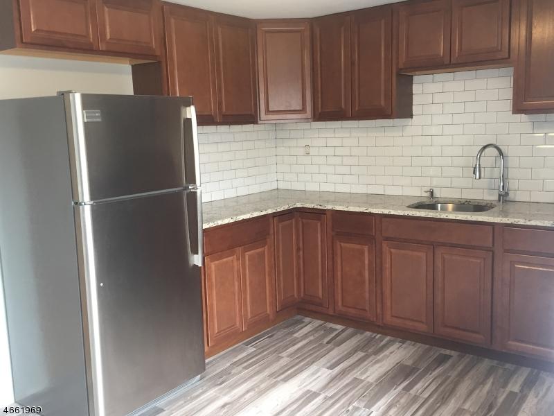 Частный односемейный дом для того Аренда на 25 Banta Avenue Garfield, Нью-Джерси 07026 Соединенные Штаты