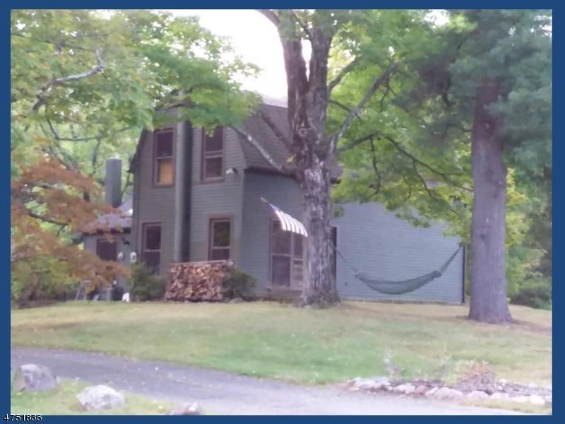 独户住宅 为 销售 在 66 Moore Road 西米尔福德, 新泽西州 07480 美国