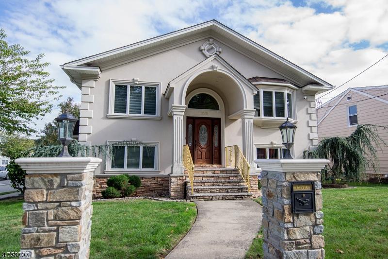 واحد منزل الأسرة للـ Sale في 275 Valley Road 275 Valley Road Clifton, New Jersey 07013 United States