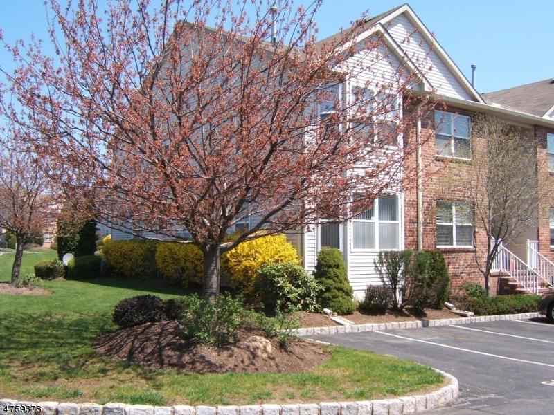 Casa Unifamiliar por un Alquiler en 32 Donna Drive East Hanover, Nueva Jersey 07936 Estados Unidos