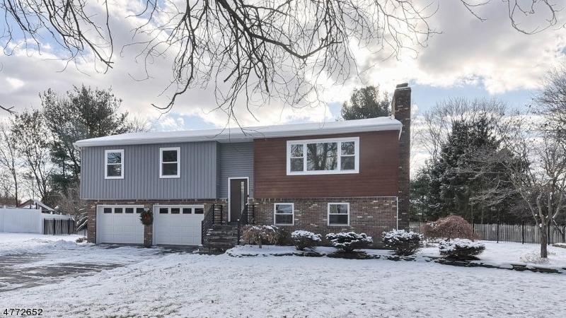 Maison unifamiliale pour l Vente à 13 Arundel Road Pequannock, New Jersey 07444 États-Unis