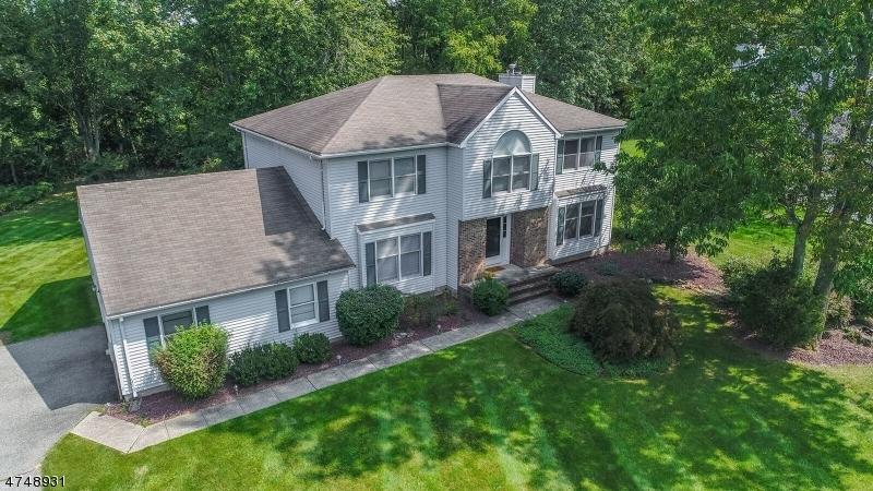 Casa Unifamiliar por un Venta en 28 Mountainview Road Roxbury Township, Nueva Jersey 07876 Estados Unidos
