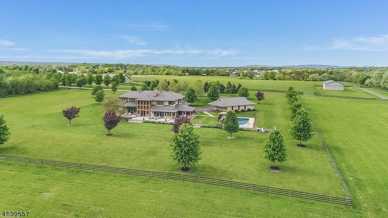 Частный односемейный дом для того Продажа на 126 Manners Road East Amwell, Нью-Джерси 08551 Соединенные Штаты