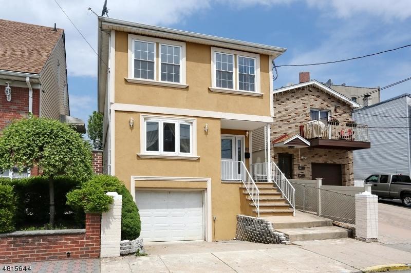 Maison unifamiliale pour l Vente à 125 HAMILTON Avenue Fairview, New Jersey 07022 États-Unis