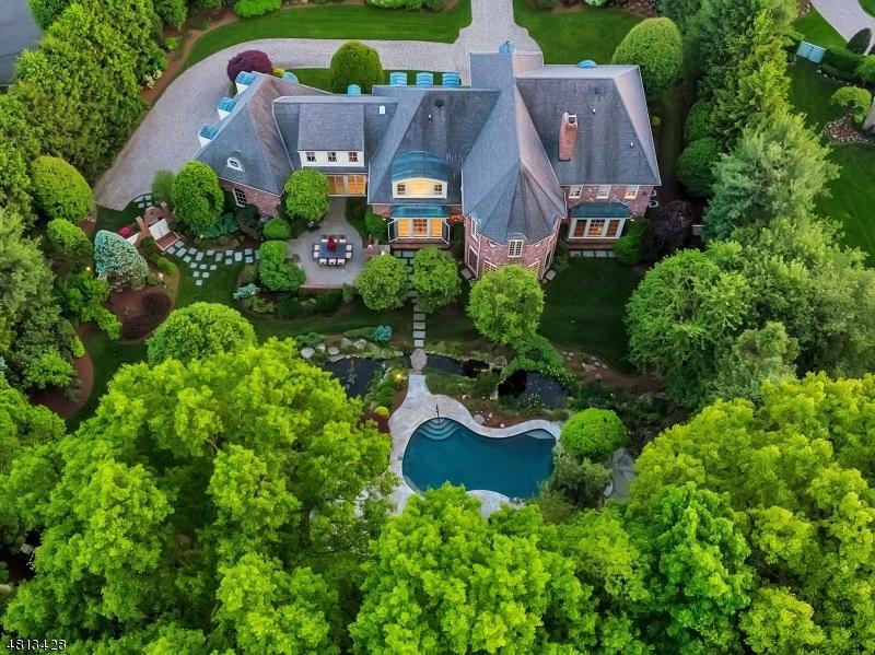 Частный односемейный дом для того Продажа на 103 GREENFIELD HL Franklin Lakes, Нью-Джерси 07417 Соединенные Штаты