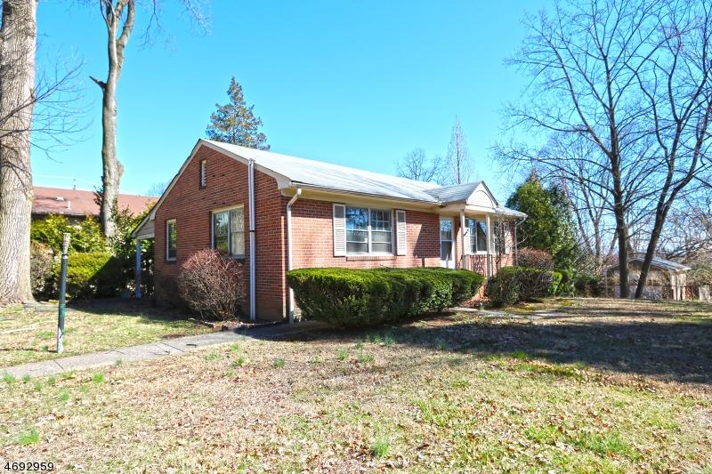 Condo / Casa geminada para Arrendamento às 1283 VALLEY Road Clifton, Nova Jersey 07043 Estados Unidos